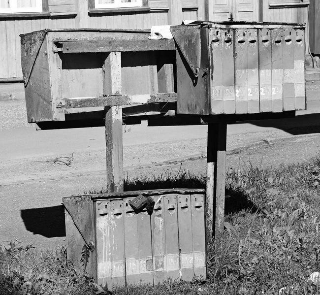 Pašto dėželes kažkada įrengę paštininkai jų nebeprižiūri. Kad šis turtas neatsidurtų metalo laužo supirktuvėje, gyventojai privalo rūpintis patys.