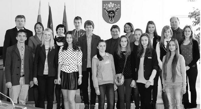 Naujasis rajono mokinių parlamentas su svečiais.
