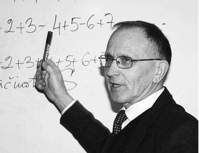 Matematikas Antanas Apynis nėra paskendęs skaičių brūzgynuose.