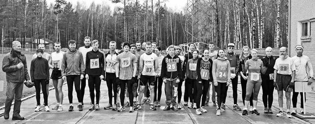 """Bėgimo """"Išėjusiems Anapilin atminti"""" dalyviai prieš startą."""