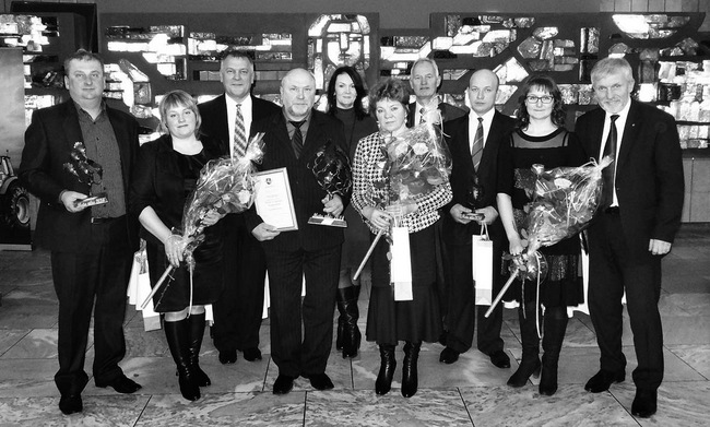 """Pasvalio krašto ūkininkai – konkurso """"Metų ūkis 2014"""" laimėtojai ir į šventę Kaune juos lydėję pasvaliečiai."""