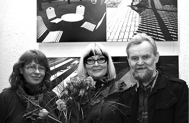 Pasvalietė fotografė Aida Dulkienė (kairėje) su kraštiečiais kolegomis Marija Šileikaite-Čičirkiene ir Sauliumi Saladūnu.