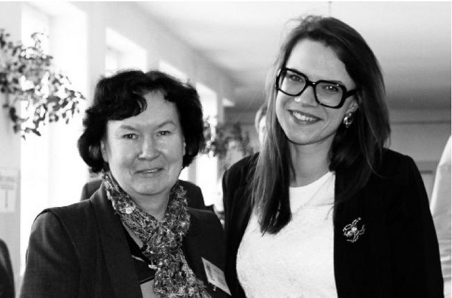 Gydytoja rezidentė Dovilė Ragažinskaitė su chemijos mokytoja Birute Triabiene.