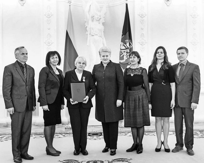 """Prezidentė sveikina ir ordino """"Už nuopelnus Lietuvai"""