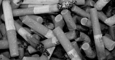 Rūkantis jaunimas įkyrėjo visiems